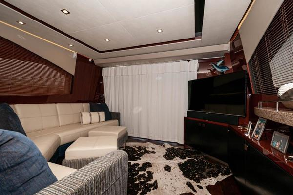Picture Of: 59' Sea Ray L59 Flybridge 2017 Yacht For Sale | 3 of 64