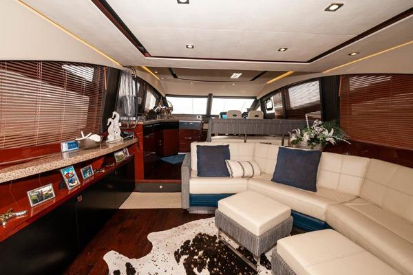 Picture Of: 59' Sea Ray L59 Flybridge 2017 Yacht For Sale | 2 of 64