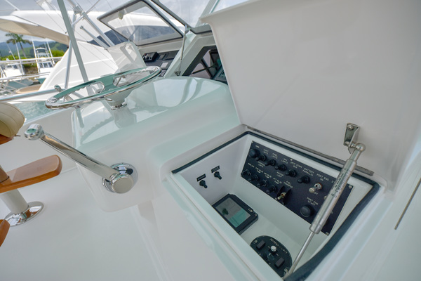 2006 Viking 56 Convertible  Salon