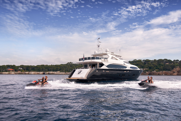 2010 Sunseeker 111' 34m BLACK AND WHITE | Picture 2 of 13