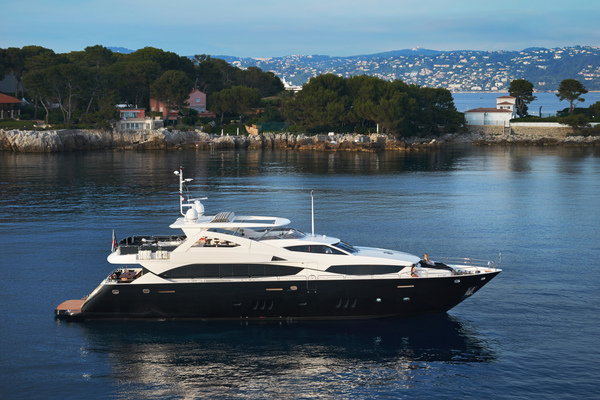 111' Sunseeker 34m 2010 | Black And White