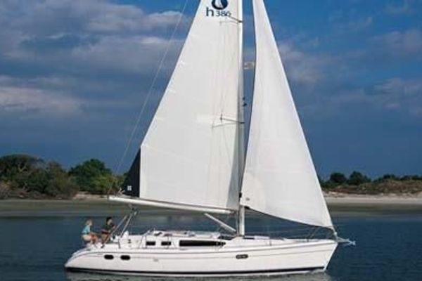 Hunter 38' 2004 | Fourth Estate