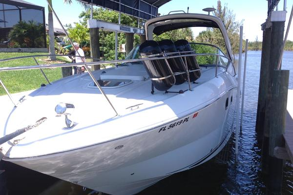33' Sea Ray  2012   Cocktail