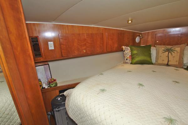 2001 Navigator 56' 56 Piothouse Victory  | Picture 7 of 74