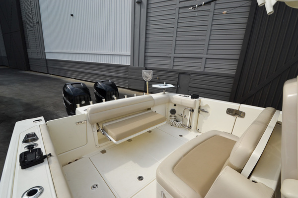 Picture Of: 33' Boston Whaler 330 Outrage 2016 Yacht For Sale | 2 of 72