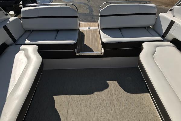 2015Regal 28 ft 2800 Bowrider