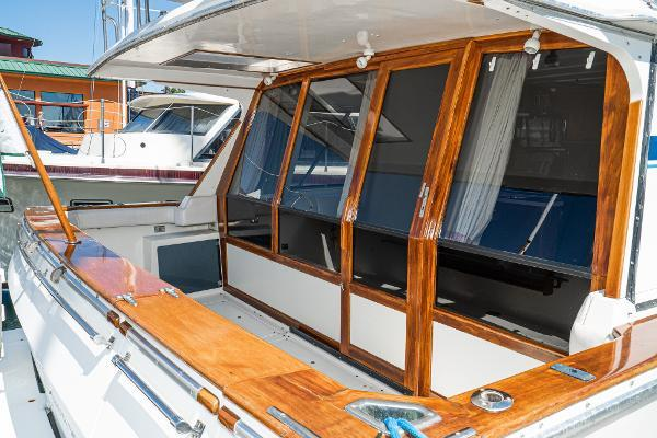 Picture Of: 45' Bayliner 4550 Motor Yacht 1987 Yacht For Sale | 2 of 60