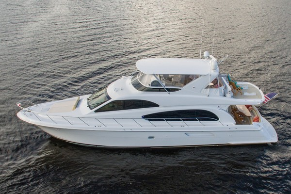 Picture Of: 64' Hatteras 64 Motoryacht 2006 Yacht For Sale   3 of 3