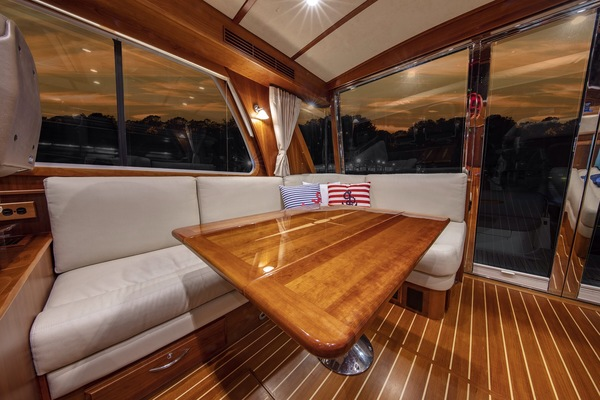 2016 Sabre 48' 48 Salon Express Delta V | Picture 5 of 51