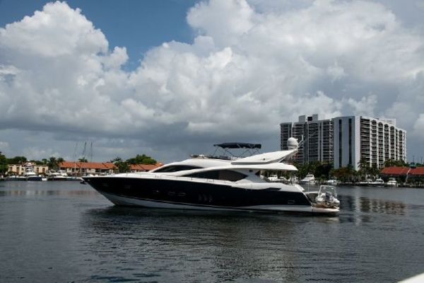 Picture Of: 82' Sunseeker 82 Manhattan 2004 Yacht For Sale | 2 of 87
