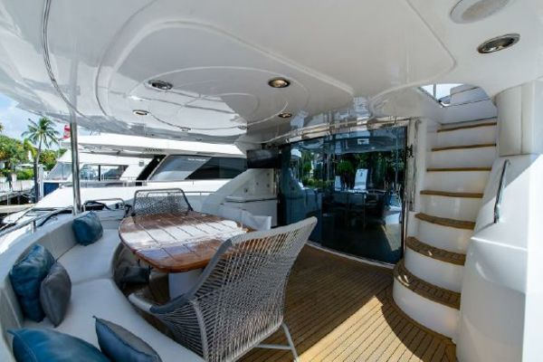 Picture Of: 82' Sunseeker 82 Manhattan 2004 Yacht For Sale | 3 of 87