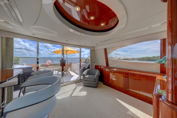 2006 Lazzara 80' 80 Skylounge  | Picture 2 of 54