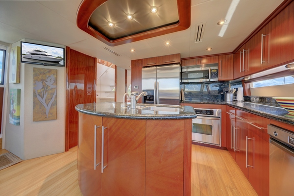 2006 Lazzara 80' 80 Skylounge  | Picture 6 of 54