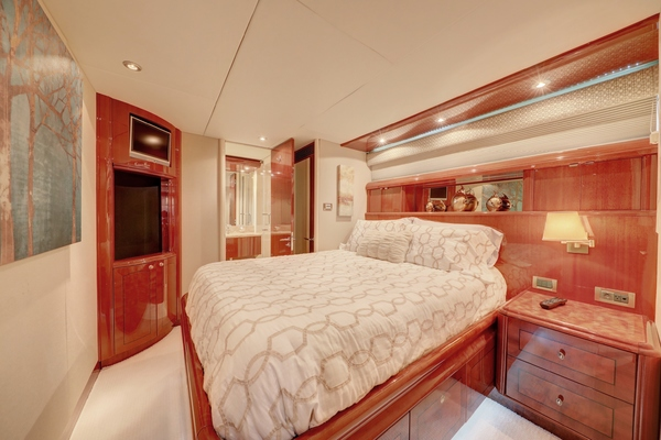 2006 Lazzara 80' 80 Skylounge  | Picture 1 of 54