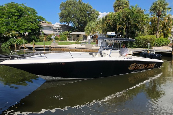 Fountain 38' 38te 2001