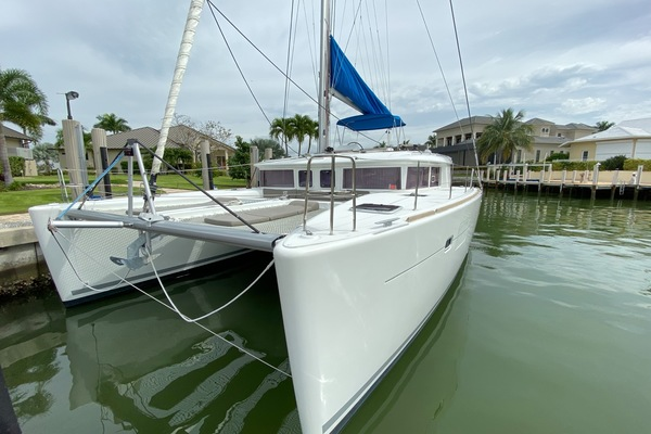 Picture Of: 45' Lagoon 450 F 2014 Yacht For Sale | 2 of 62