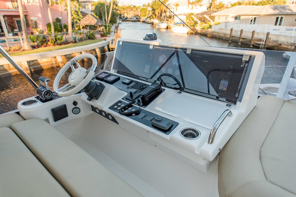 Picture Of: 60' Sunseeker Manhattan 2015 Yacht For Sale   3 of 59