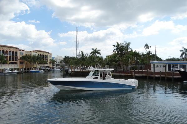 37' Boston Whaler 370 2014 | Blacktip