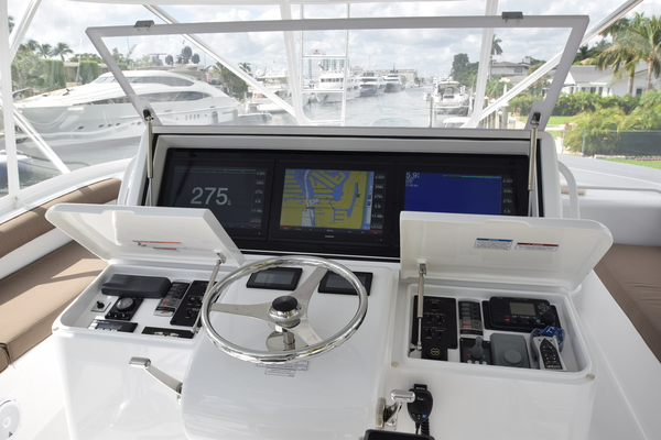 2016 Hatteras 63' 63GT  | Picture 3 of 84