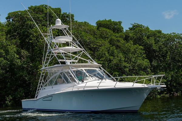 Picture Of: 47' Cabo 44 Hardtop Express 2014 Yacht For Sale | 4 of 44