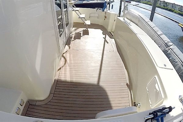 Picture Of: 43' Mainship 430 Sedan 2006 Yacht For Sale | 4 of 59