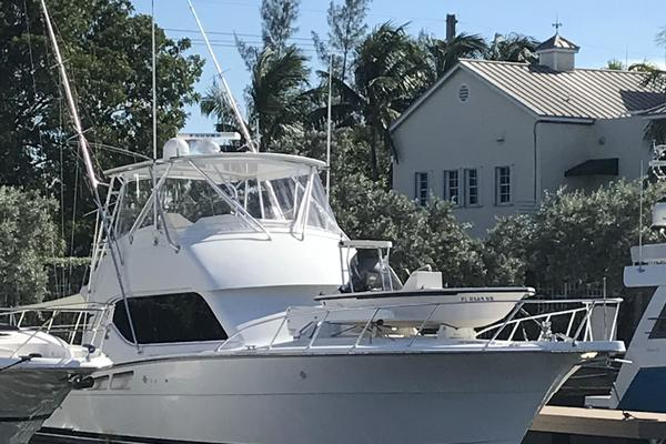 Picture Of: 50' Hatteras 50 Convertible 2002 Yacht For Sale | 4 of 37