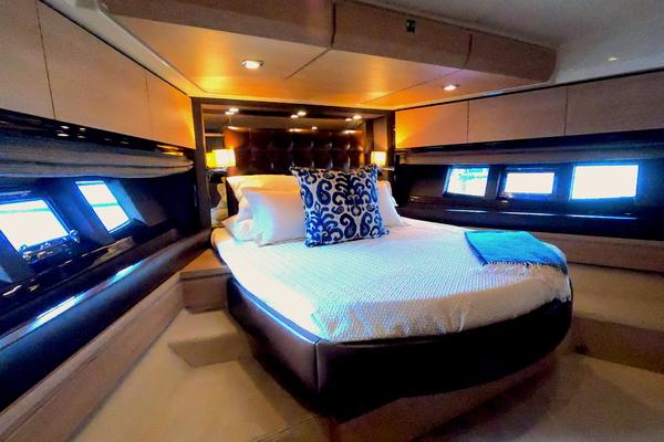 2012 Azimut 70' 70 Flybridge BT 2 | Picture 5 of 24