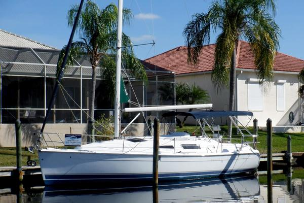 33-ft-Hunter-2005-33 Sloop-DOLPHIN Cape Coral Florida United States  yacht for sale