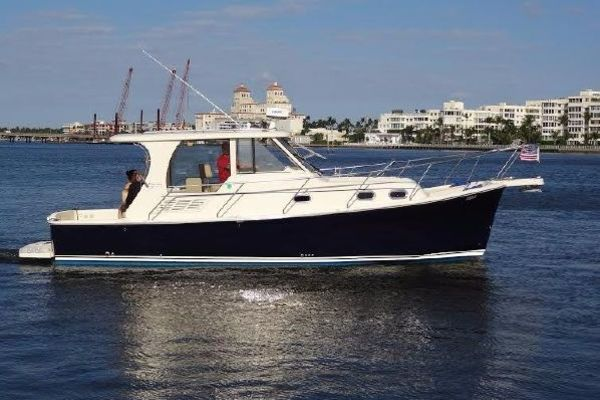 Picture Of: 31' Mainship Pilot 31 2009 Yacht For Sale | 1 of 17