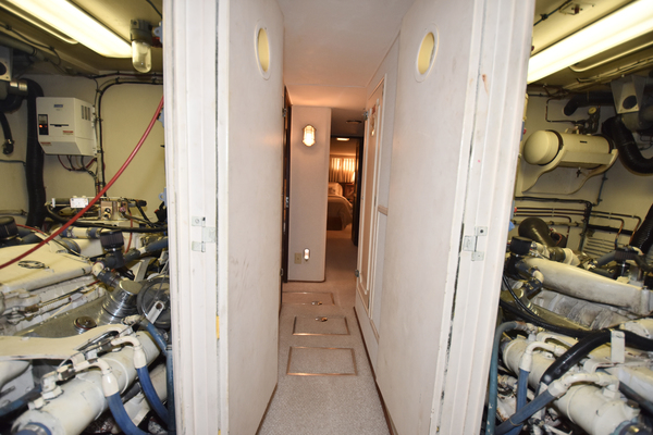 54 Hatteras Helm Station