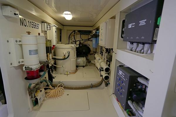 2004 Viking 61' Enclosed Bridge MYSTIQUE | Picture 5 of 42