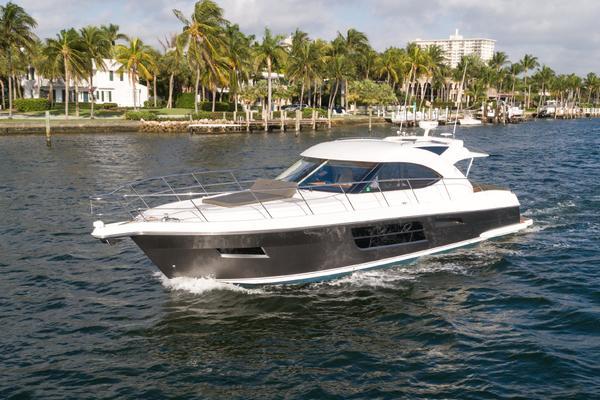 54' Riviera 5000 Sport Yacht 2013 |