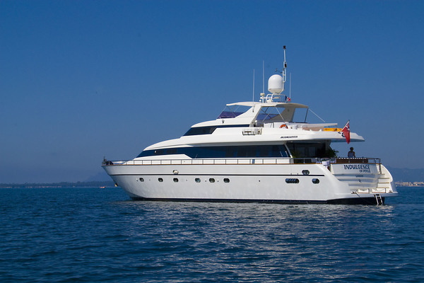 85' Mangusta  1998 | Indulgence Of Poole