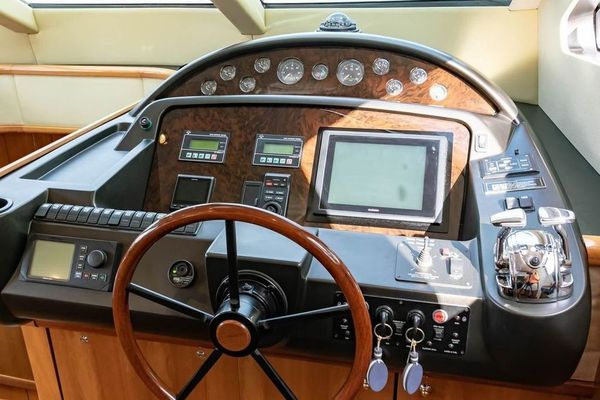2005 Sunseeker 75' Yacht  | Picture 5 of 34