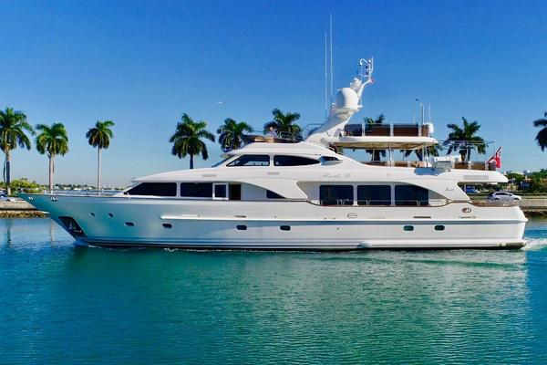 Picture Of: 100' Benetti Tradition 100 2006 Yacht For Sale | 1 of 134