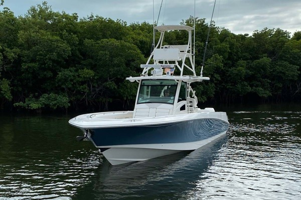 Picture Of: 37' Boston Whaler 370 Outrage 2015 Yacht For Sale | 2 of 25