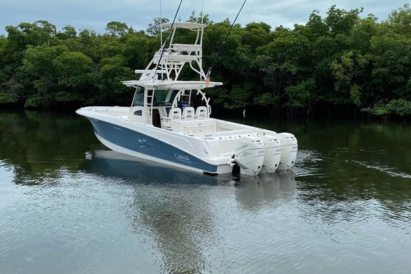 Picture Of: 37' Boston Whaler 370 Outrage 2015 Yacht For Sale | 4 of 25