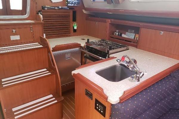 Picture Of: 33' Hunter 33 2011 Yacht For Sale | 4 of 10