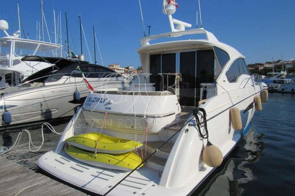 Picture Of: 60' Tiara 5800 Sovran 2008 Yacht For Sale | 3 of 24