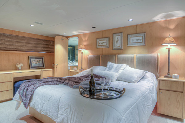 Picture Of: 100' Broward 100 MY 2000 Yacht For Sale | 4 of 84