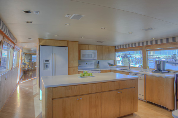 Picture Of: 100' Broward 100 MY 2000 Yacht For Sale | 3 of 84