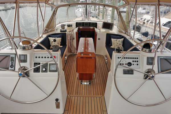 2010 Hylas 70' Center Cockpit MAGNETIC SKY | Picture 3 of 37