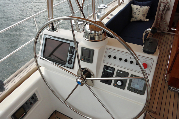 2010 Hylas 70' Center Cockpit MAGNETIC SKY | Picture 4 of 37