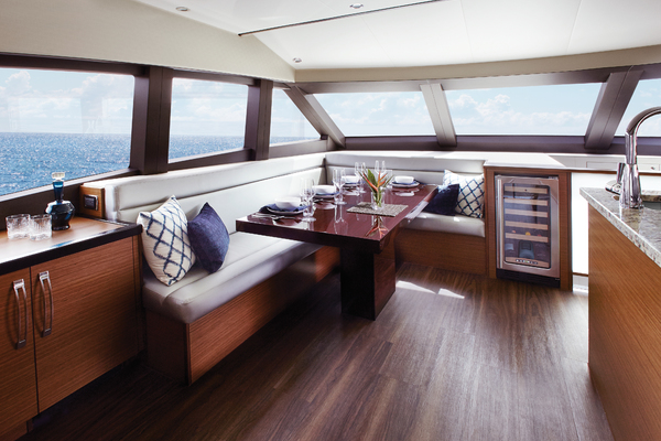 2020 Hatteras 60' M60 M60   Picture 4 of 7