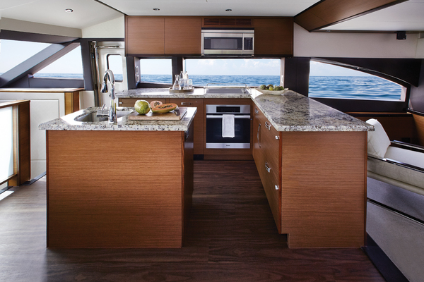 2020 Hatteras 60' M60 M60   Picture 3 of 7