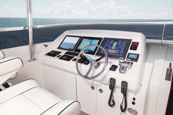 2021Hatteras 104 ft    105 RAISED PILOTHOUSE