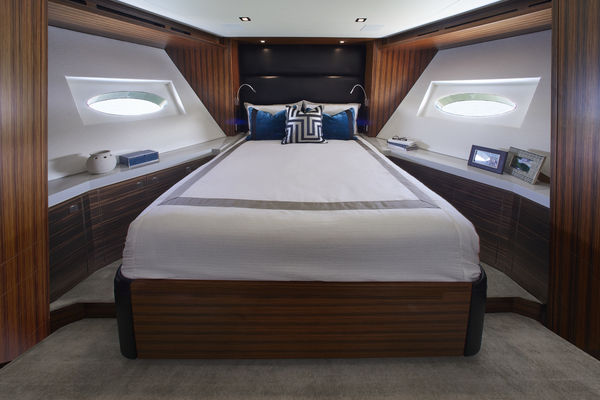 2020 Hatteras 90' M90 M90 | Picture 6 of 7