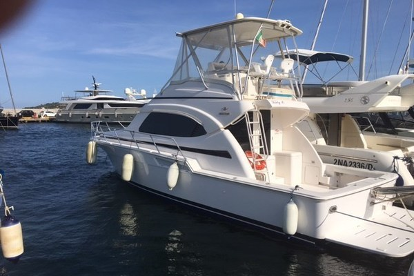 Picture Of: 44' Bertram 390 Convertible 2005 Yacht For Sale | 1 of 23