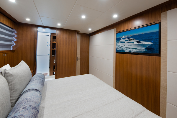 2020Hargrave 105 ft Raised Pilothouse   IRRESISTIBLE