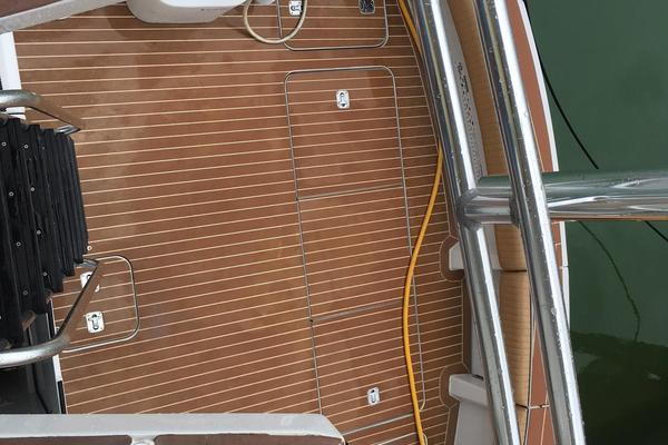2000 Hatteras 50' 50 Flybridge Mad Hatter | Picture 4 of 54